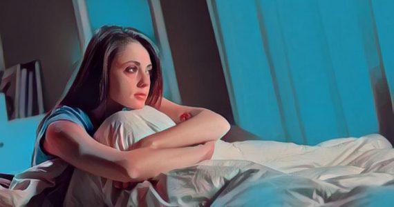 una mujer que sufre de insomnio