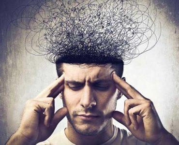 Una persona joven con pensamientos obsesivos