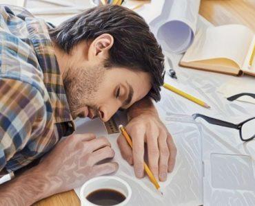 Una persona joven que sufre narcolepsia y trastornos de sueño severo