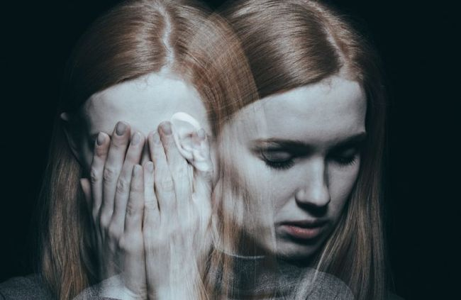 mujer que padece trastorno bipolar