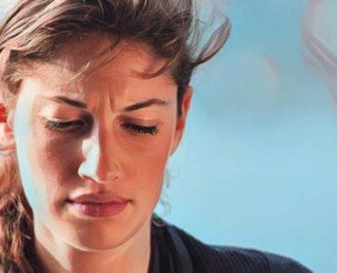 Una mujer que sifre trastorno de ansiedad generalizada