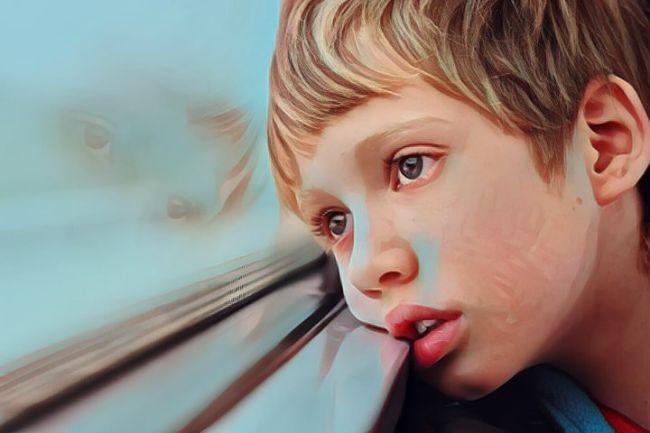 Un niño que padece autismo