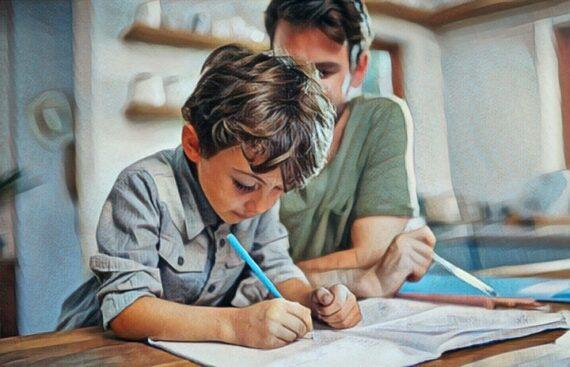 Padre enseñando matemáticas a su hijo