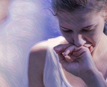 Mujer joven que padece bulimia nerviosa