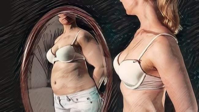 Una mujer joven que padece de anorexia