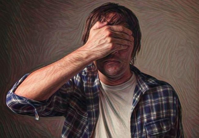Persona con síntomas de fobia social en el trabajo