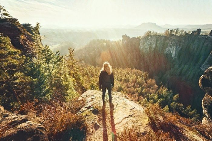Una mujer que busca la paciencia para entender la vida