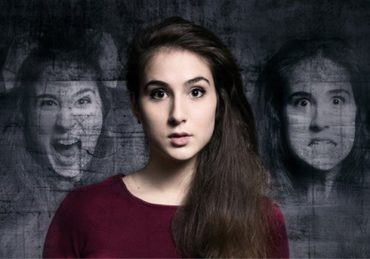 Una mujer con trastornos de personalidad