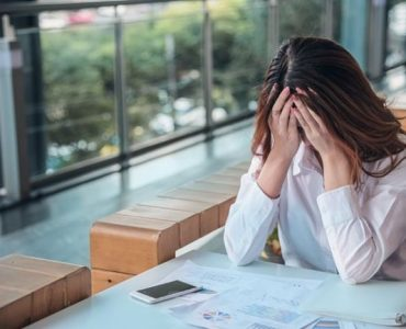 Una mujer que sufre porque está en el trabajo equivocado