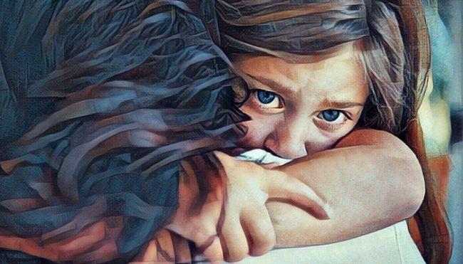 Una niña callada y obediente