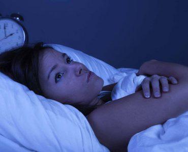 Mujer con problemas para conciliar el sueño