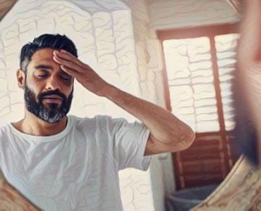 Un hombre que experimenta trastorno disociativo