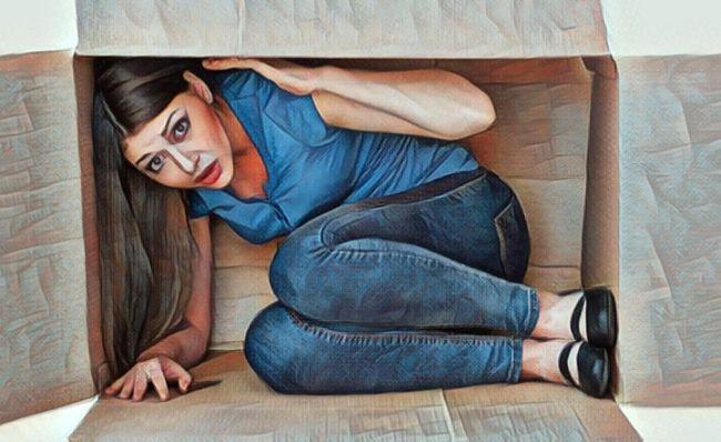 Una mujer que padece claustrofobia