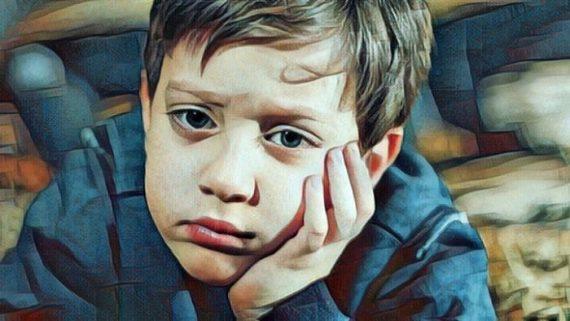 Niño que padece mutismo selectivo