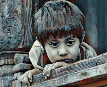 niño que sufre depresión infantil