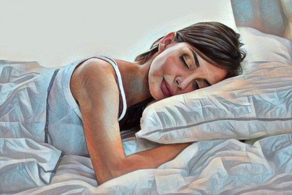 Mujer en la cama que padece dysania