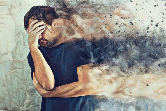 Persona estresada tapándose su rostro y cambiando su personalidad