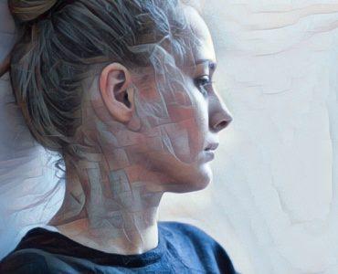 Mujer que sufre trastorno de somatización