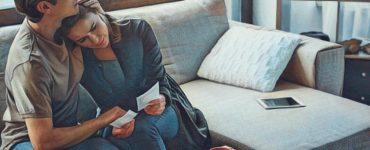 Mujer que llorar por cerrar un ciclo emocional