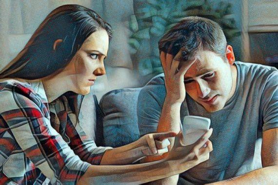 Una persona infiel que ha sido descubierta por su pareja