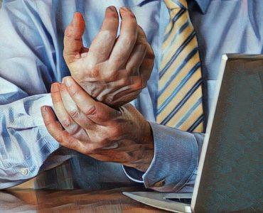 Persona que sufre el síndrome de la mano ajena