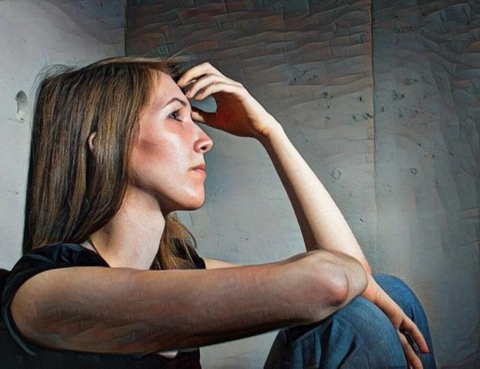 Mujer que sufre alexitimia secundaria
