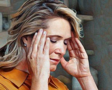 Mujer que sufre dolor crónico