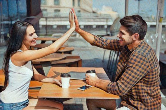Pasar de amigos a tener una relación de pareja