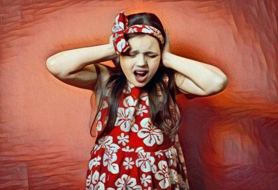 Niña que padece esquizofrenia infantil