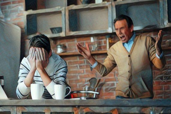 Padre manipulador gritando a su hijo