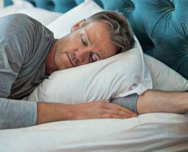 Hombre duerme siesta