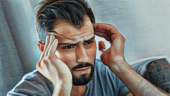 Hombre estresado con trastorno de estrés crónico