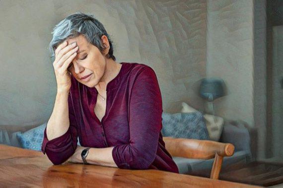 Mujer triste tras la separación de pareja