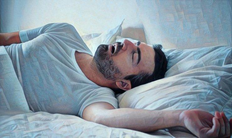 Hombre que padece apnea del sueño