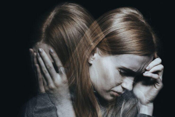 Mujer con problemas de salud mental