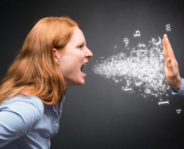 Persona mostrando asertividad y haciéndose respetar